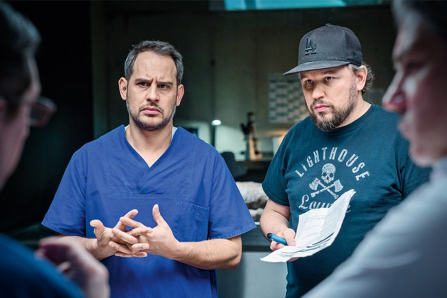 Moritz Bleibtreu (l.) and director Christian Alvart (r.) On the set of